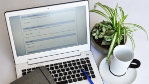 Laptop mit Online-Fragebogen